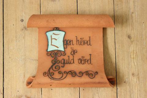 スウェーデンで見つけた羊皮紙スタイルの陶板