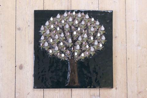 Jie Gantofta(ジィ・ガントフタ)GABIデザイン白い実のなる木(西洋トチノキ)の陶板(L)