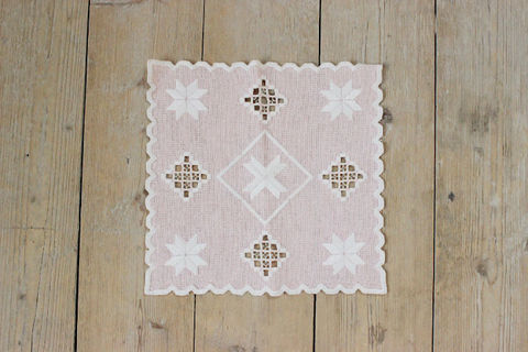 スウェーデン刺繍/レトロな刺繍のクロス(ピンク)
