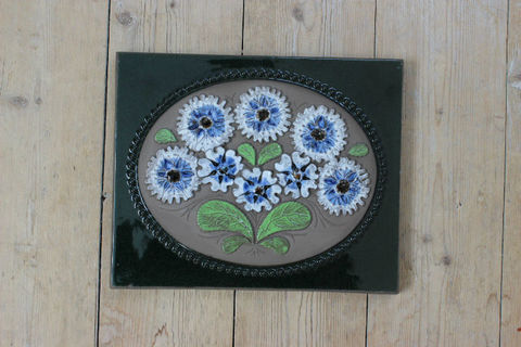 Jie Gantofta(ジィ・ガントフタ)白と青のお花の陶板
