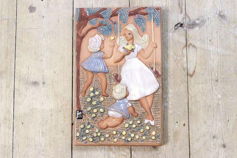 Jie Gantofta(ジィ・ガントフタ)Edit Risberg 母と子の陶板