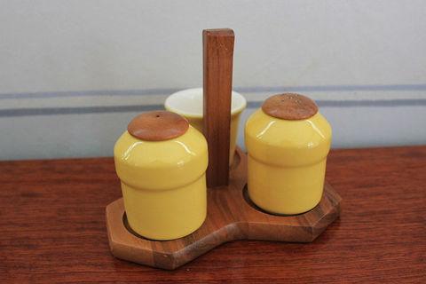 陶器とチークの調味料入れ(黄色)