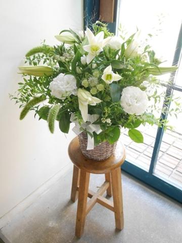 お盆お供え 白とグリーンのフラワーアレンジメント