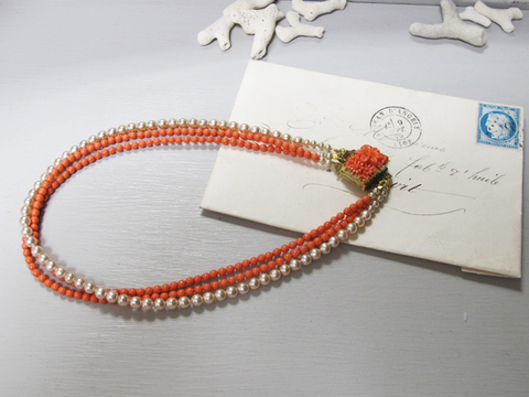ヴィンテージ珊瑚色ガラスのネックレス