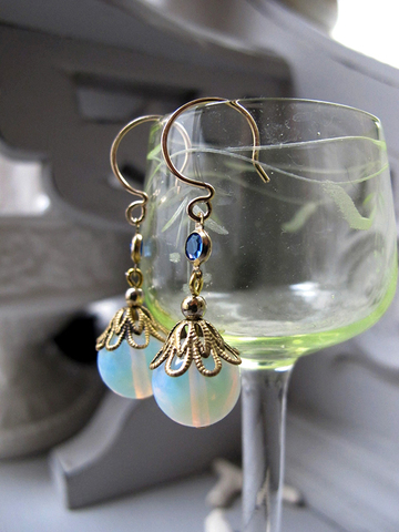 14KGF 淡水真珠、ホワイトオパリンのピアス