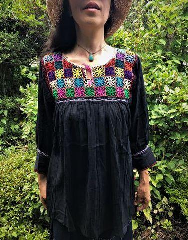 マヤンブラス アグアカテナンゴ村花刺繍 黒