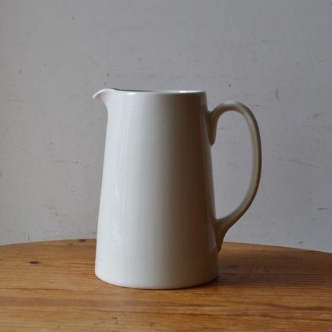 陶器のホワイトジャグ