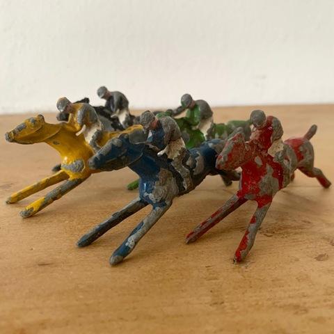 「Escalado」競馬ゲームの駒