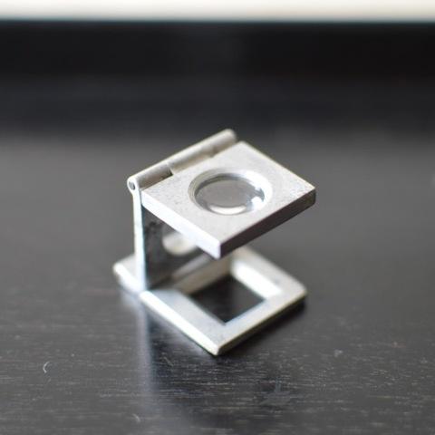 アルミ製のリネンテスター(折りたたみルーペ)