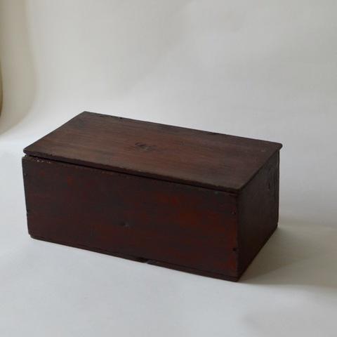 パイン材の古い箱