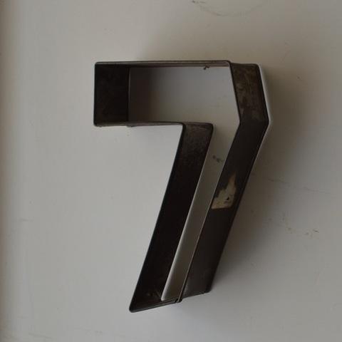 「7」 ブリキのモールド