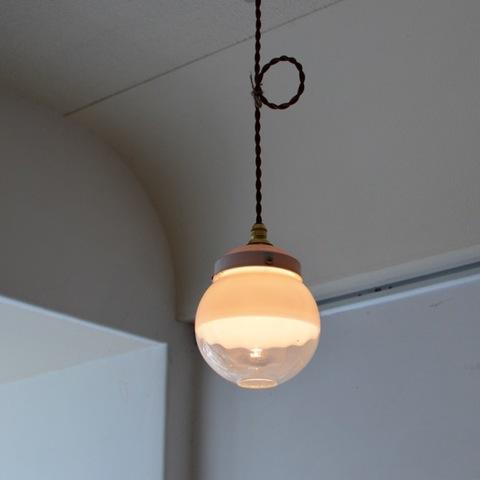 丸いガラスのランプシェード