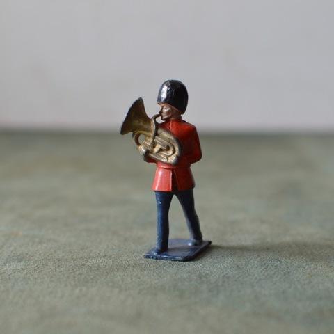 鉛の音楽隊(チューバ)