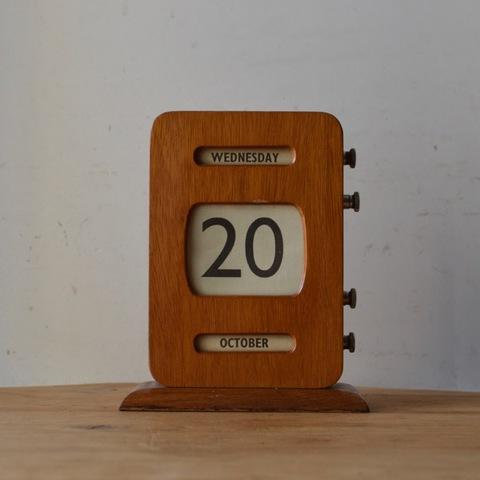 縦型の木製カレンダー
