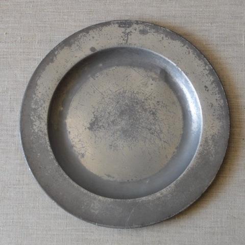 18世紀ピューターのリム皿(動物の紋章)