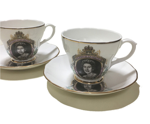 【Liverpool Road Pottery】ボーンチャイナ クィーンエリザベスⅡ世(Queen Elizabeth II ) シルバージュビリー記念 カップ&ソーサー2客セット 中古
