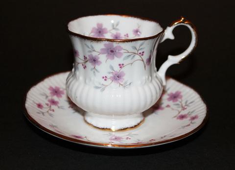 【Elizabethan】エリザベサン ファイン ボーンチャイナ ティーカップ & ソーサー