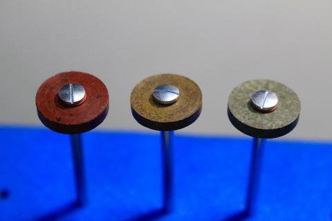 15φ  #500.--.#2000  リューター、ルーター、研磨用レジン焼結ダイヤモンド砥石(湿式用) #500.#1000.#2000 外形15mm 厚み3mm 穴経1.7mm マンドリル3本付 軸径2.35mm , ネジ径1.7