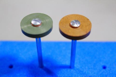 18φ  #3000.#6000  リューター、ルーター、研磨用レジン焼結ダイヤモンド砥石(湿式用) 外形18mmタイプ #3000.#6000. 外形18mm 厚み3mm 穴経1.7mm マンドリル2本付 軸径2.35mm , ネジ径1.7