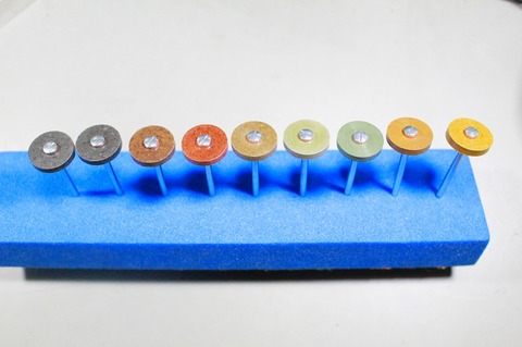 18φ  #60-#10000  リューター、ルーター、 研磨用レジン焼結ダイヤモンド砥石(湿式用) 外形18mmタイプ #60.#150.#300.#500.#1000.#2000.#3000.#6000.#10000。の9個  マンドリル9本付(3.0mm軸)セット 外形18mm 厚み3mm 穴経1.7mm