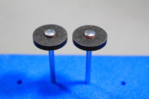 18φ  #60.#150  ルーター用研磨ダイヤモンド砥石(湿式用) #60.#150. 外形18mm 厚み3mm 穴経1.7mm マンドリル付 軸径2.35mm , ネジ径1.7
