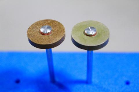 18φ  #1000.#2000  リューター、ルーター、研磨用レジン焼結ダイヤモンド砥石(湿式用) 外形18mmタイプ #1000.#2000. 外形18mm 厚み3mm 穴経1.7mm マンドリル2本付 軸径2.35mm , ネジ径1.7
