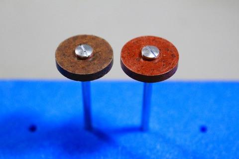 18φ  #300.#500  リューター、ルーター、研磨用レジン焼結ダイヤモンド砥石(湿式用) 外形18mmタイプ#300.#500. 外形18mm 厚み3mm 穴経1.7mm マンドリル2本付 軸径2.35mm , ネジ径1.7