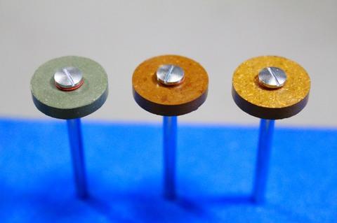 15φ  #3000.--.#10000   リューター、ルーター、研磨用レジン焼結ダイヤモンド砥石(湿式用) #3000.#6000.#10000 外形15mm 厚み3mm 穴経1.7mm マンドリル3本付 軸径2.35mm , ネジ径1.7