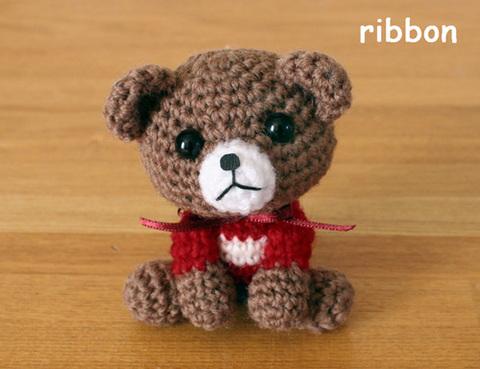 小さい編みぐるみのくまちゃん