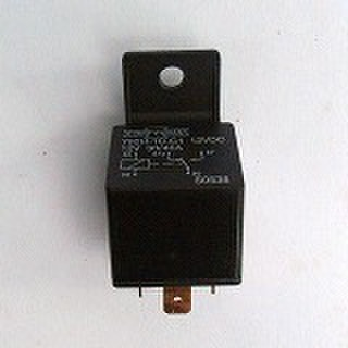 BTとXL1980-E93 ボッシュタイプスターターリレー31506-79