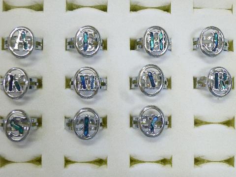 イニシャル パウア 指輪