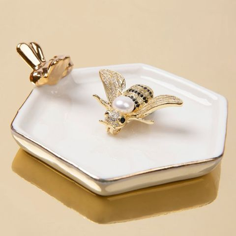 英国王室オフィシャル バッキンガムパレス真珠とオニキスみつばちブローチ・ペンダント2ウエイ