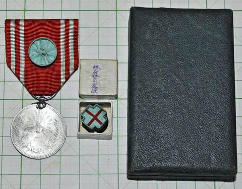 日本赤十字社終身社員章 箱付アルミ章