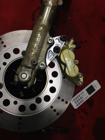 Z750FX2/3/GPサンスター300mm用ブレンボ40mmサポートKIT