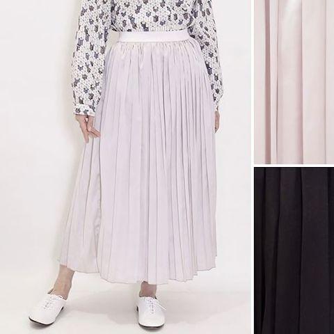 サテンのロングプリーツスカート