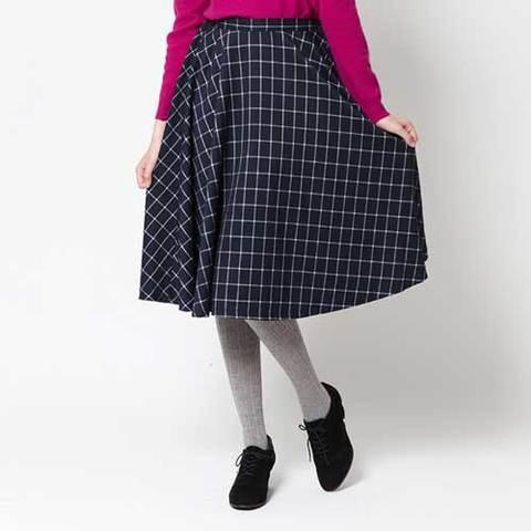 チェックのミディ丈スカート