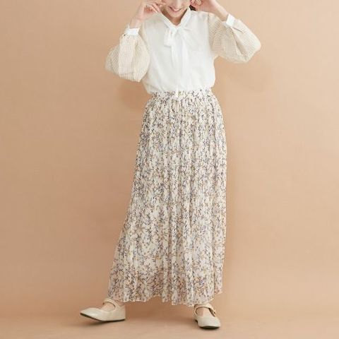 ボタニカル柄のシフォンプリーツスカート