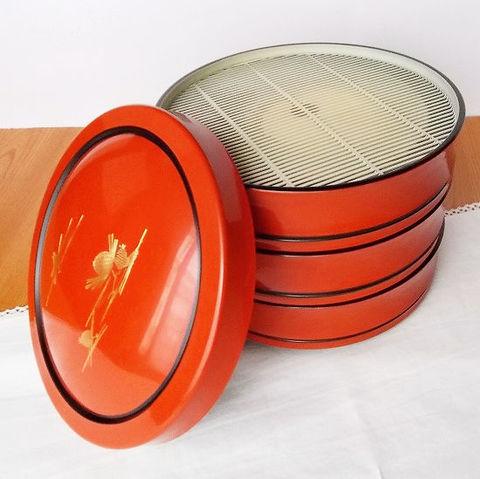 朱金松ぼっくり柄ざる蕎麦/盛り蕎麦/せいろ漆器丸三段重