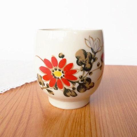 赤い花が可愛いマロン型アイボリーレトロ湯飲み/焼きヒビ