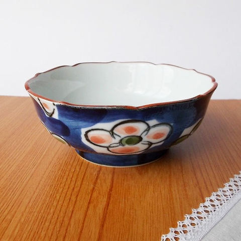 口紅ダミ藍桃緑梅花図有田焼き中鉢