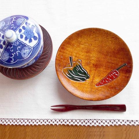 【日本の器・木の工芸品】天然木手作りピーマン人参野菜柄銘々皿