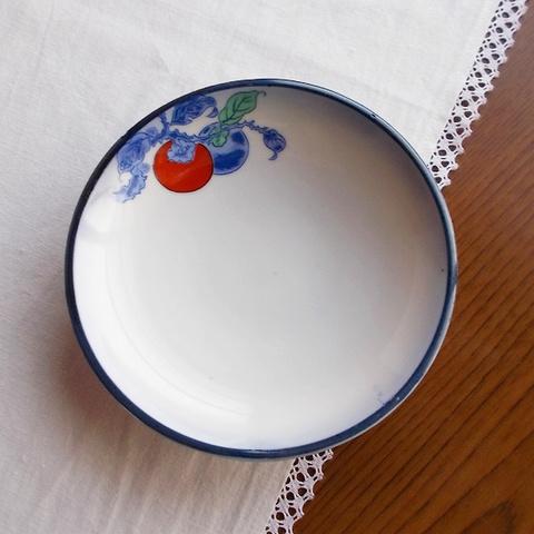 赤&青2つの柿の実枝柄フチ瑠璃ぼかし小皿13.3cm