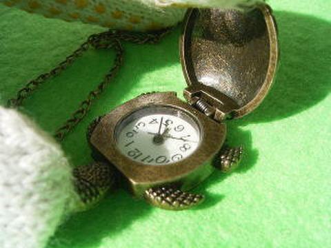 (寄付200円)タートルネックレス時計