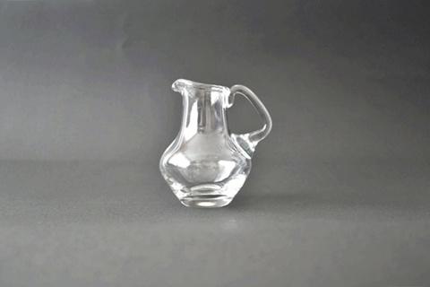ガラスのミルクピッチャー