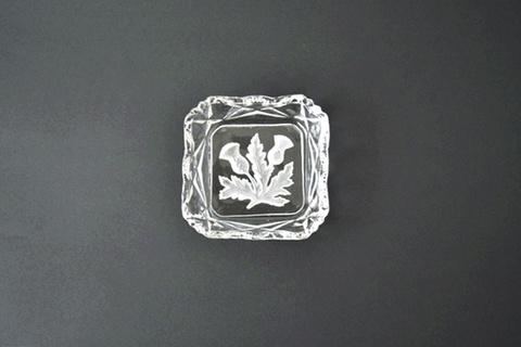 アザミの小さなガラストレイ