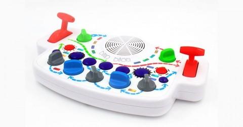 米Playtime Engineering社製シンセサイザー「Blipblox」
