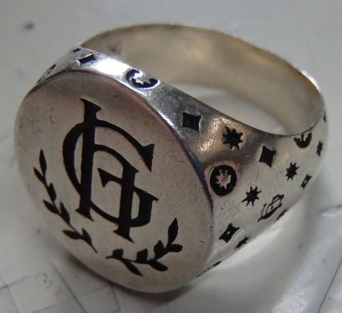 GLAD HAND JEWELRY USA RING FAMILY CREST